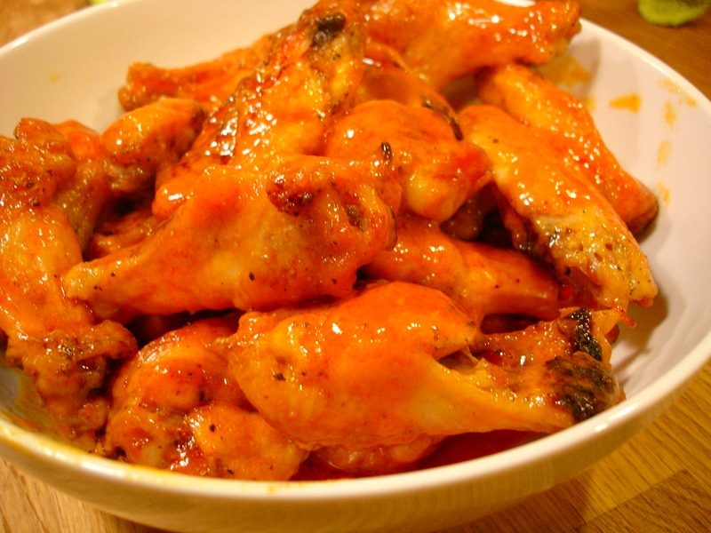 Crispy Buffalo Chicken Wings and Bleu Cheese Dip Without the Grease